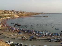 A Mostagnem, l'air est léger, les plages colorées