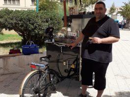 """Pour lutter contre le chômage, il lance un """"café mobile"""" (VIDEO)"""