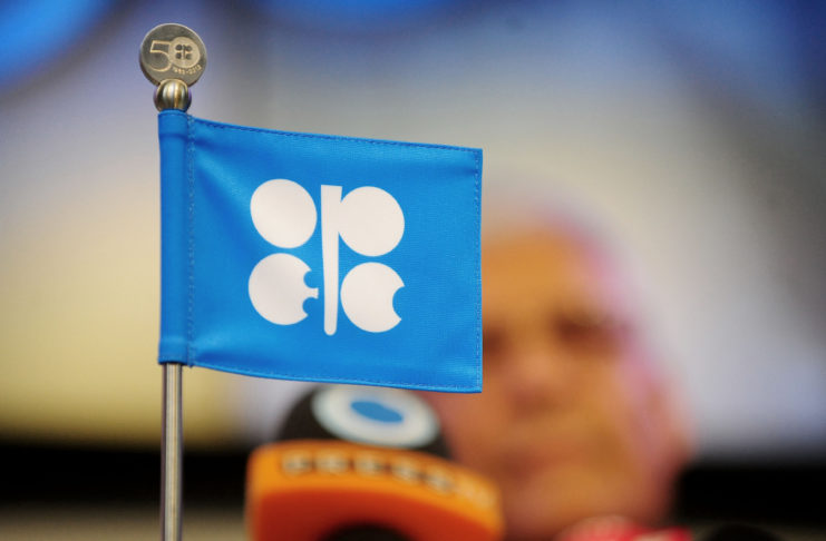 Les membres de l'Organisation des pays exportateurs de pétrole (Opep) et leurs partenaires via l'accord Opep+ se retrouvent par visioconférence le 04 janvier pour décider du volume de brut à remettre sur le marché en février.