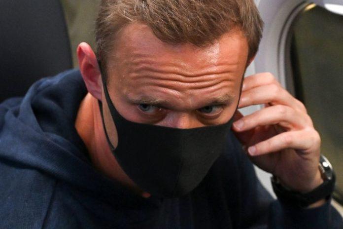 Russie: l'opposant Navalny attend en cellule de connaître son sort