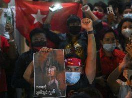 Birmanie: la contestation s'intensifie, l'armée poursuit les arrestations