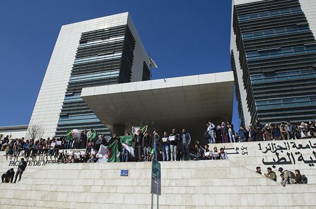 L'école algérienne dans la paix civile
